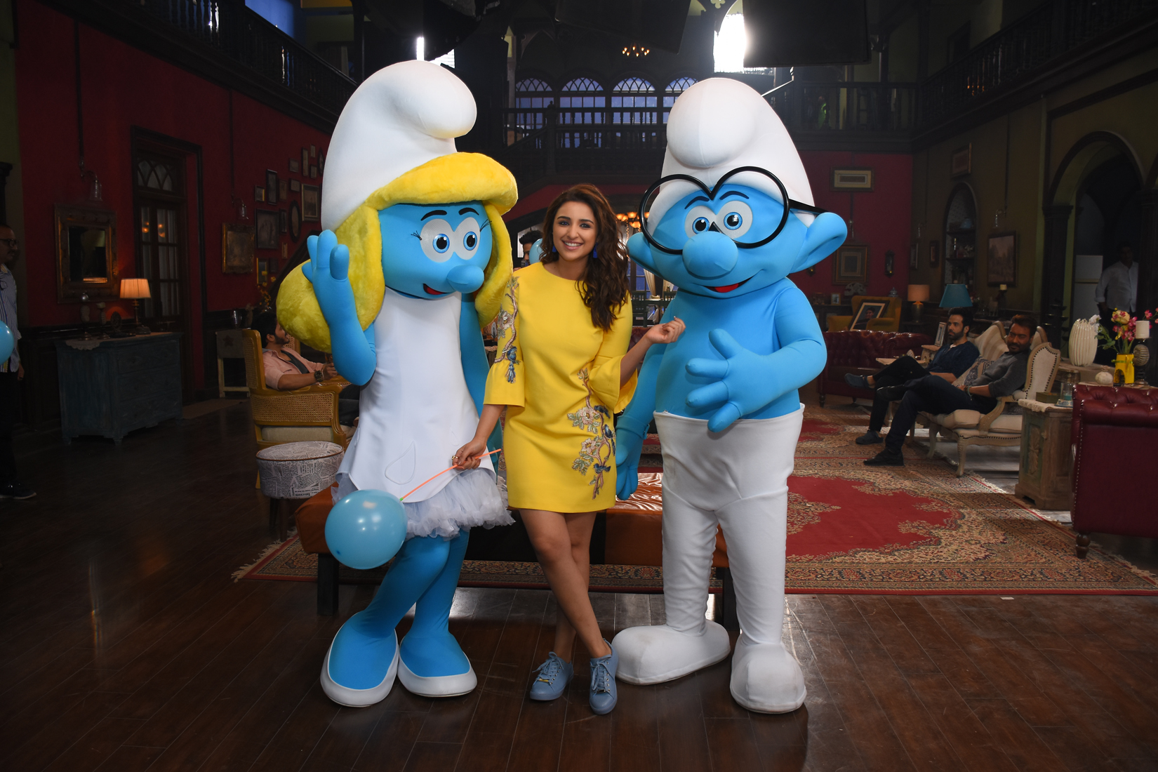 smurfs-on-the-sets-of-golmaal-again-3
