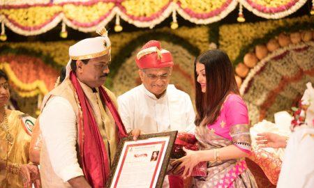 aishwarya rai bachchan receiving woman of substance award