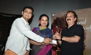 Majid Majidi receiving the enlighten award