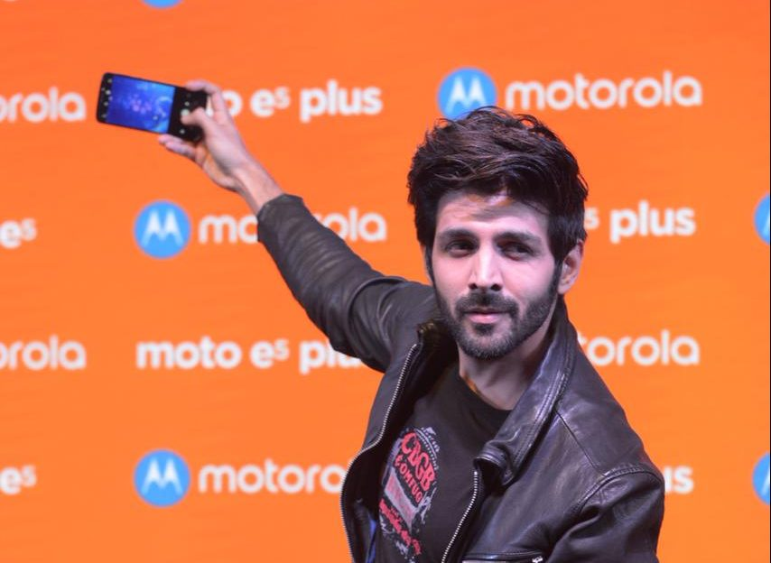 Karti Aaryan launches Moto E5