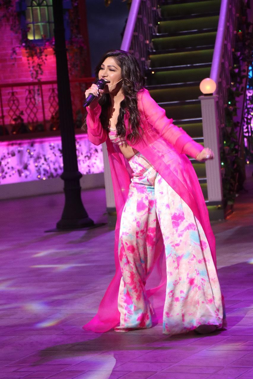Tulsi Kumar Croons Enni Soni On The Kapil Sharma Show